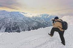 在Kasprowy扎科帕内Wierch供以人员拍照片在Tatras 库存照片
