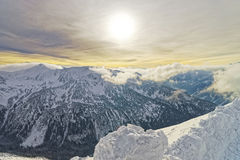 在Kasprowy扎科帕内Wierch的日落在Tatra在冬天登上 免版税库存照片