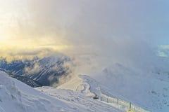 在Kasprowy Wierch上的雾在扎科帕内在Tatra在冬天登上 免版税图库摄影