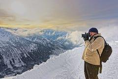 在Kasprowy Wierch供以人员拍照片在扎科帕内在Tatras 库存照片