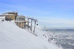 在Kasprowy Wierch山的升降椅在扎科帕内在冬天 库存图片