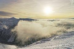 在Kasprowy Wierch峰顶的日落在扎科帕内在wint的Tatras 库存图片