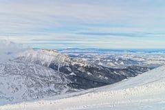 在Kasprowy Wierch的云彩在扎科帕内在Tatra在winte登上 库存图片