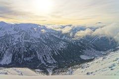在Kasprowy Wierch的日落在扎科帕内在Tatra在冬天登上 库存图片