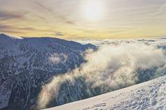 在Kasprowy Wierch的日落在扎科帕内在Tatra在胜利登上 免版税库存图片