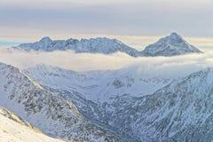 在Kasprowy Wierch的雾在扎科帕内在Tatra在冬天登上 图库摄影
