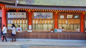 在Kasuga Taisha寺庙的台阶在奈良 图库摄影