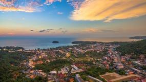 在Kata村庄普吉岛的日落 免版税库存图片