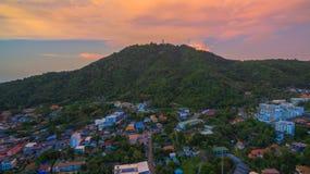 在Kata村庄普吉岛的日落 免版税图库摄影