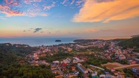 在Kata村庄普吉岛的日落 免版税库存照片