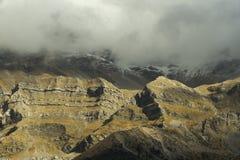 在Kataraktis村庄阿尔塔Gree上的Tzoumerka山第一雪 免版税库存图片