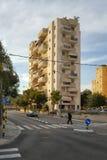 在Katznelson街上的九层居民住房 库存照片
