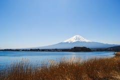 在Kawaguchiko湖的富士山 图库摄影