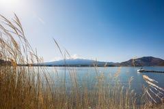 在Kawaguchiko湖的富士 库存图片