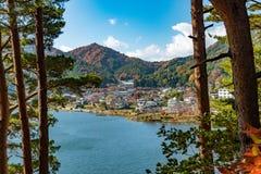 在kawaguchiko附近的日本村庄在mt富士日本附近 图库摄影