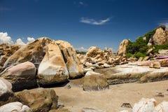 在Ke Ga海滩, Binh Thuan,越南的岩石 库存照片