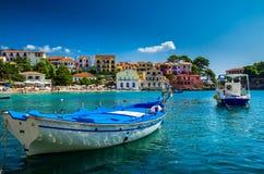 在Kefalonia海岛上的Assos在希腊 库存照片