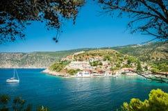 在Kefalonia海岛上的Assos在希腊 免版税库存照片