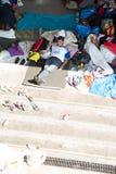 在Keleti的地下部分搁浅的难民训练 免版税库存图片