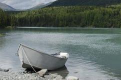 在Kenai河的小船 库存图片