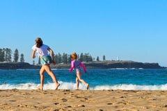 在Kendalls海滩, Kiama的春日 免版税库存图片