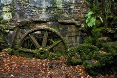 在Kennall谷火药磨房的老机械 免版税库存图片