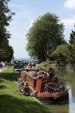 在Kennet的Narrowboat &在Devizes英国的Avon运河 免版税库存图片