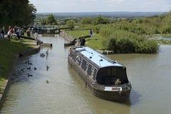 在Kennet的Narrowboat &在Devizes英国的Avon运河 库存图片