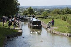 在Kennet的Narrowboat &在Devizes英国的Avon运河 免版税图库摄影