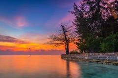在kepulauan seribu印度尼西亚的日落 库存图片