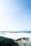 在Khao在Kaeng Krachan国家公园的Panoen Thung的早晨薄雾 库存照片