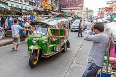 在Khaosan路的Tuk-tuk出租汽车 免版税库存照片