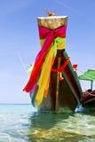 在kho陶海湾小岛蓝色净水和南下巴的船首 免版税库存图片