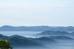 在Khohong小山的雾 免版税库存图片