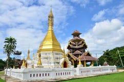 在Khun Yuam的Wat Tophae北部泰国的夜丰颂省的 库存图片