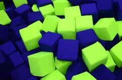在kids&#x27的许多五颜六色的软性块;在操场的ballpit 免版税库存照片