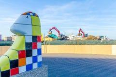 在Kijkduin海滩胜地的建筑工作在海牙海岸  库存照片