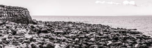 在Kimmeridge海湾多西特英国的全景 免版税库存图片
