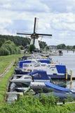 在Kinderdijk,荷兰的被停泊的游艇 免版税图库摄影