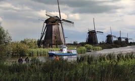 在Kinderijk,荷兰的风车 免版税库存照片