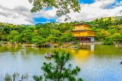 在Kinkaku籍(金黄Pavil的寺庙的美好的建筑学 库存照片