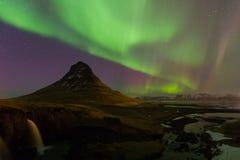 在Kirkjufell山的北极光 免版税库存照片