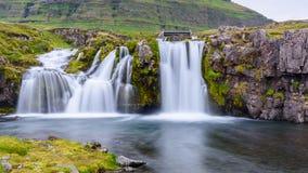 在Kirkjufell山,冰岛的瀑布 免版税库存图片