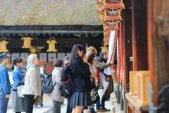 在Kitano Tenman顾寺庙京都的visiter 库存图片