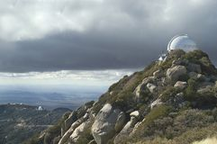 在kitt峰顶望远镜上面的亚利桑那 免版税库存图片