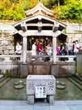 在Kiyomizu寺庙,京都,日本的Otowa瀑布 免版税库存照片