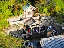 在Kiyomizu寺庙,京都,日本的Otowa瀑布 库存照片
