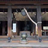 在Kiyomizu Dera寺庙的祷告响铃 库存图片