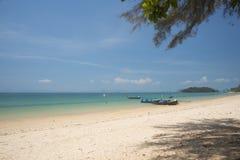 在Klong Muang的美丽的海滩 免版税库存图片