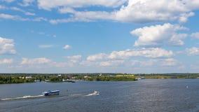 在Klyazminskoe水库的夏天 库存图片